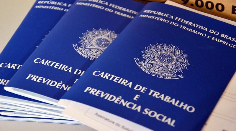 Fundação recebe currículos para vagas de emprego em Teresina