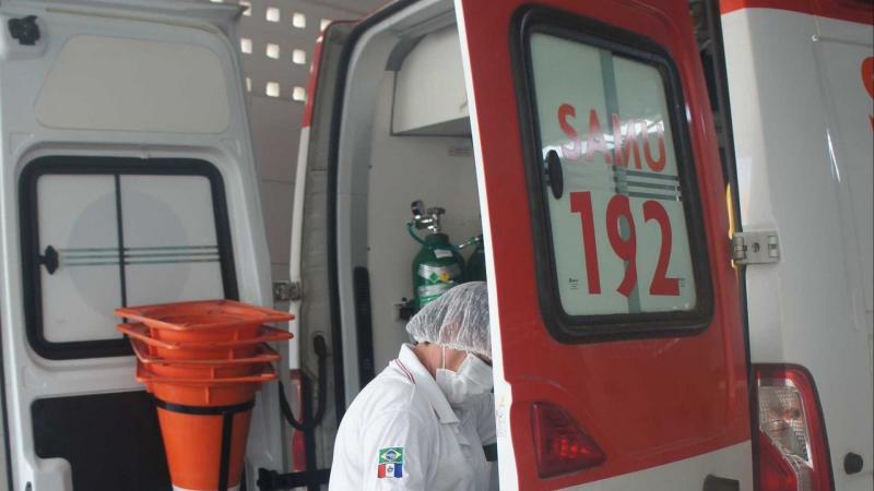 Ambulância é roubada enquanto equipe prestava atendimento