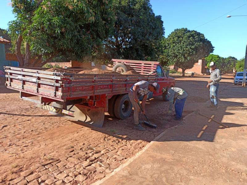 Limpeza e desobstrução de ruas e acessos são realizadas em todo Landri Sale