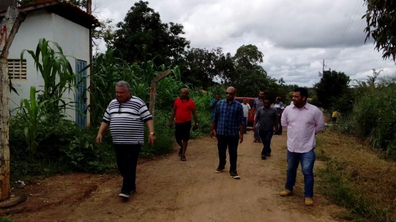 Prefeito Dr. Alcione autoriza obras de calçamento nos bairros Cajueiro e Baixão do Coco dos Ricardos