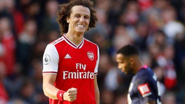 David Luiz renova contrato com Arsenal por 1 ano