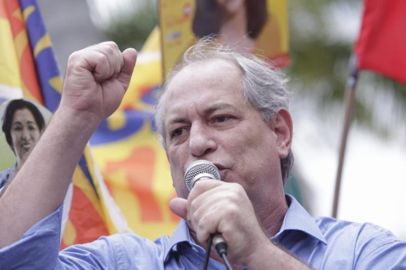 Ciro chama Bolsonaro de bandido e diz que Lula corrompeu a própria alma