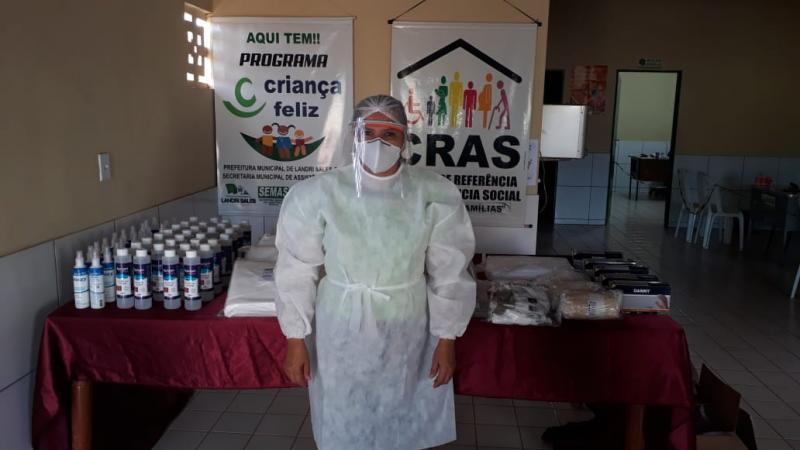 Servidores da Assistência Social de Landri Sales recebem kit de EPI's