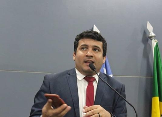 Vereador Deolindo Moura é internado com suspeita de covid-19