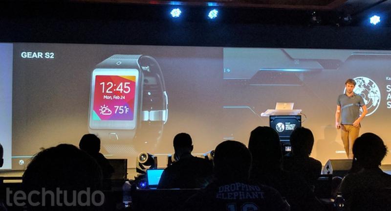 Tizen deve ser mantido no Galaxy Watch 3; sistema também é usado no Gear S2 (foto) — Foto: Melissa Cruz/TechTudo