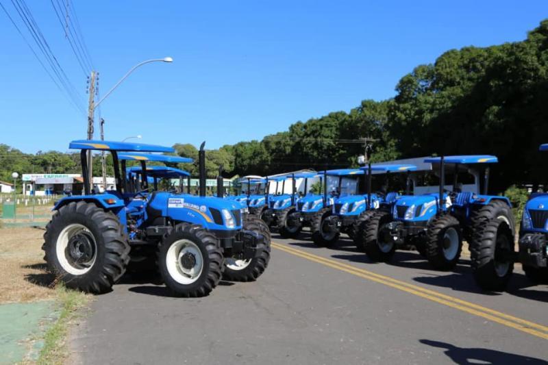 Altos ganha novo trator agrícola para Assentamento Santa Rita