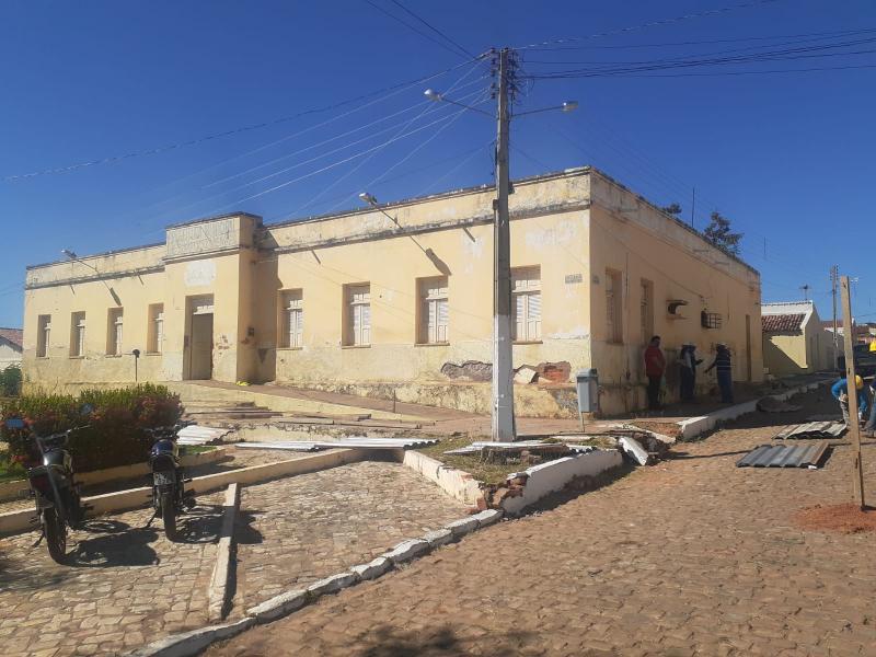 Reforma e ampliação do prédio da prefeitura de Simplício Mendes