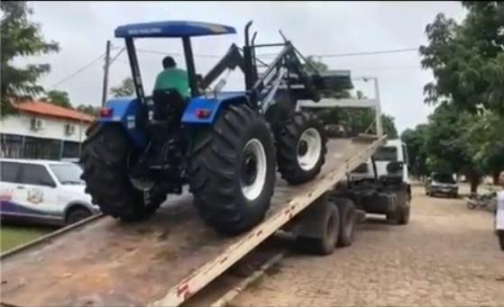 Prefeitura de Pau D'Arco adquire trator para Secretaria de Agricultura