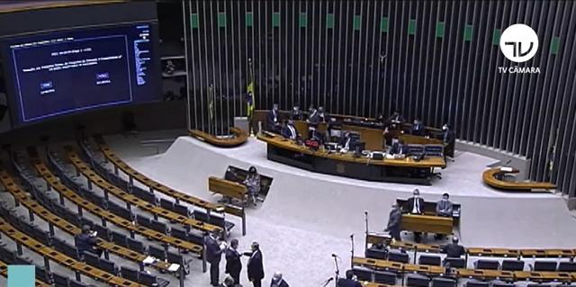 Câmara aprova PEC que altera datas das eleições municipais