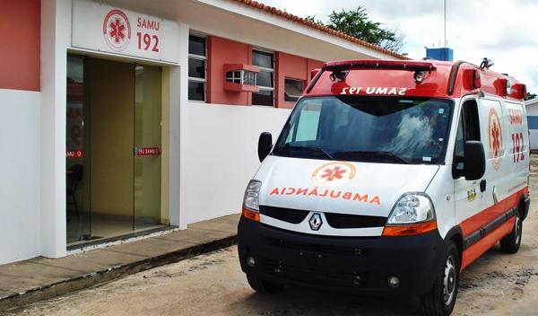 Jovem morre eletrocutada ao estender roupa em fio no Piauí