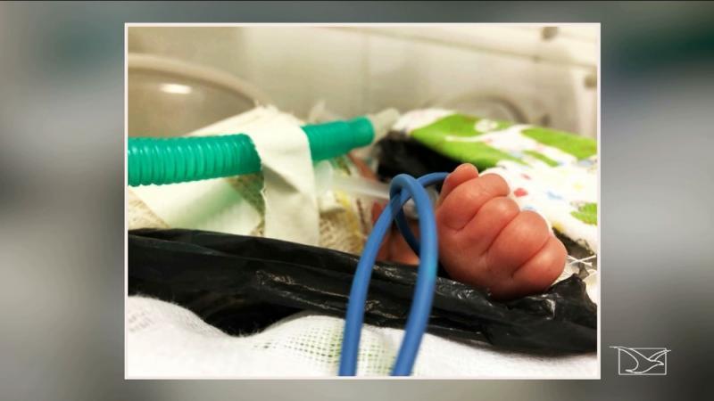 Recém-nascido é achado dentro de lixo em terreno baldio