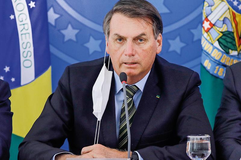Bolsonaro sanciona lei que obriga uso de máscaras em locais públicos