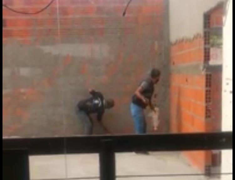 Prefeito de Teresina manda derrubar muro de posto na avenida Marechal