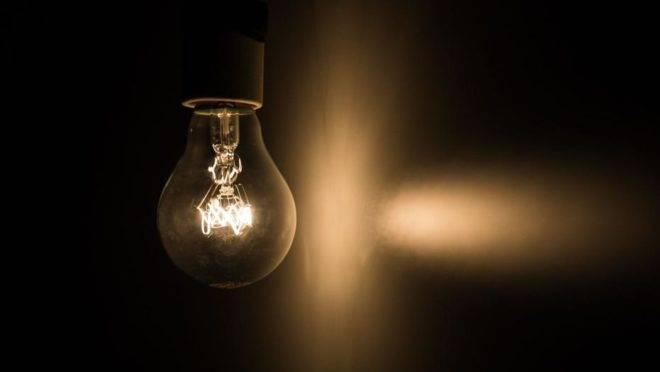 Saiba como economizar energia durante o isolamento