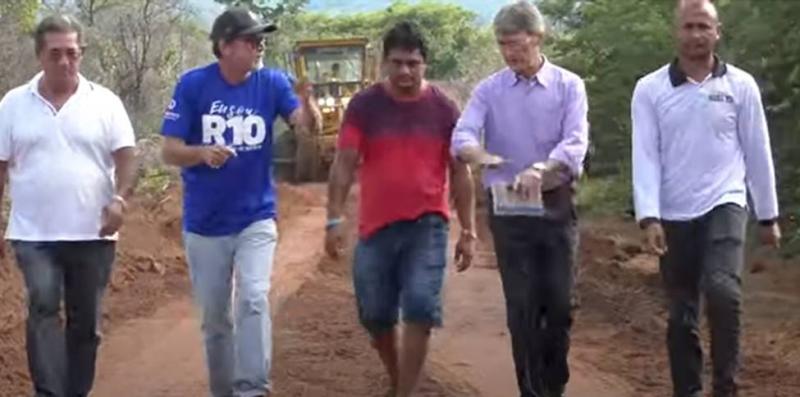 TBT - Prefeito Valmir Barbosa realiza sonho de moradores da Serra do Baliza com construção de estrada