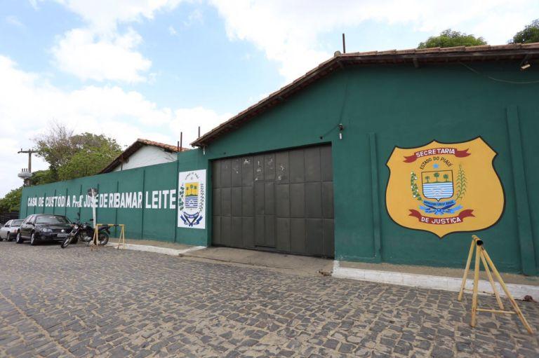 Detento que fugiu ao soldar portão de penitenciária é recapturado