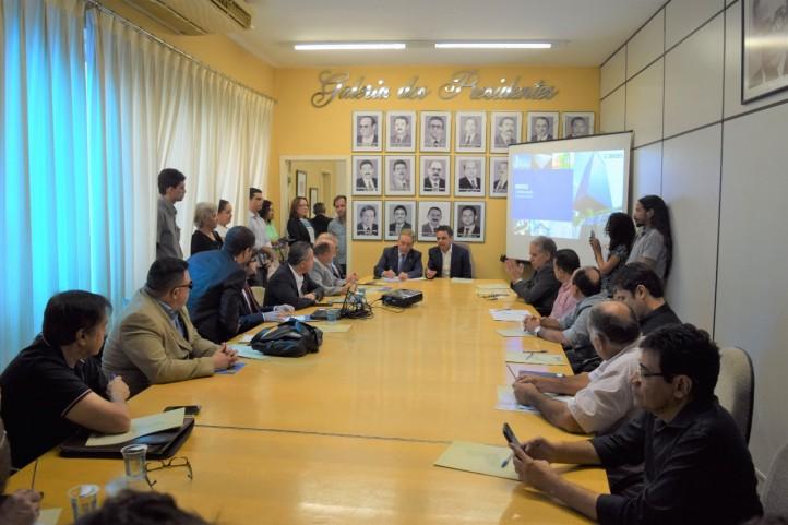 Gestores reúnem-se com presidente do BNDES e discutem a extinção de gambiarras nos municípios