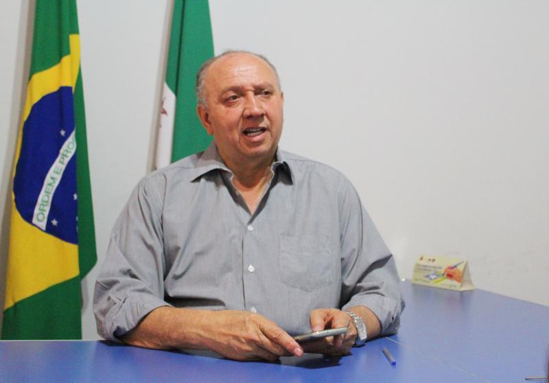 Prefeito de Avelino Lopes assina ordem de serviço de estrada que liga o Piauí à Bahia