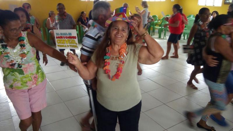 Cras de Olho D'água promove animada festa para grupo de idosos