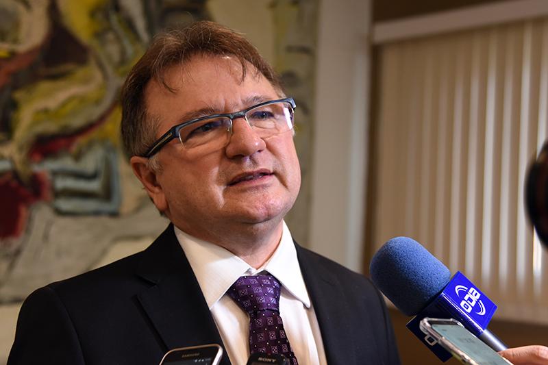 Merlong será exonerado nesta quarta para assumir mandato em Brasília