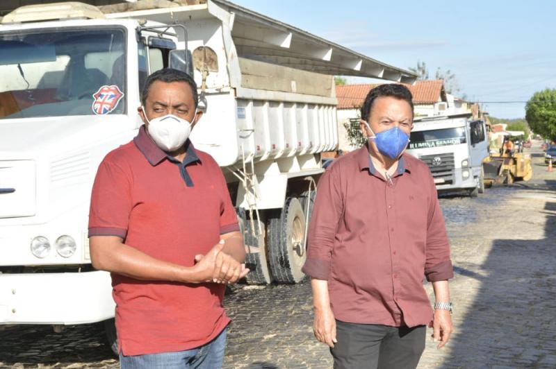 Retomada as obras de asfaltamento de ruas em Floriano