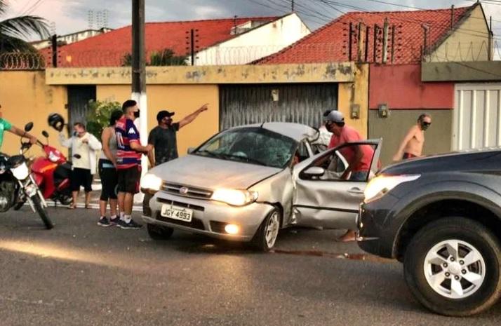 Motorista morre e filha fica ferida após veículo colidir com poste no PI