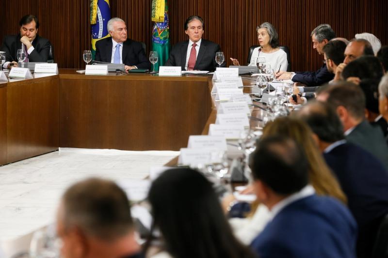 Temer anuncia R$ 42 bilhões de crédito aos estados para gastos com a segurança