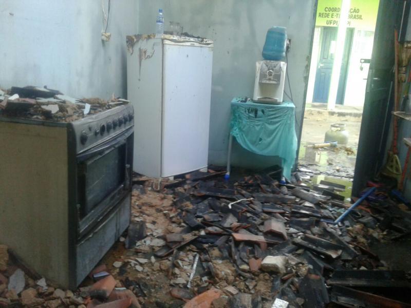 Incêndio destrói parte de órgão da prefeitura de Monsenhor Gil