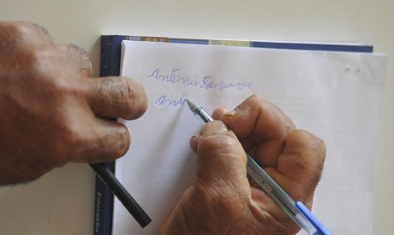 Brasil ainda tem 11 milhões de analfabetos, diz IBGE