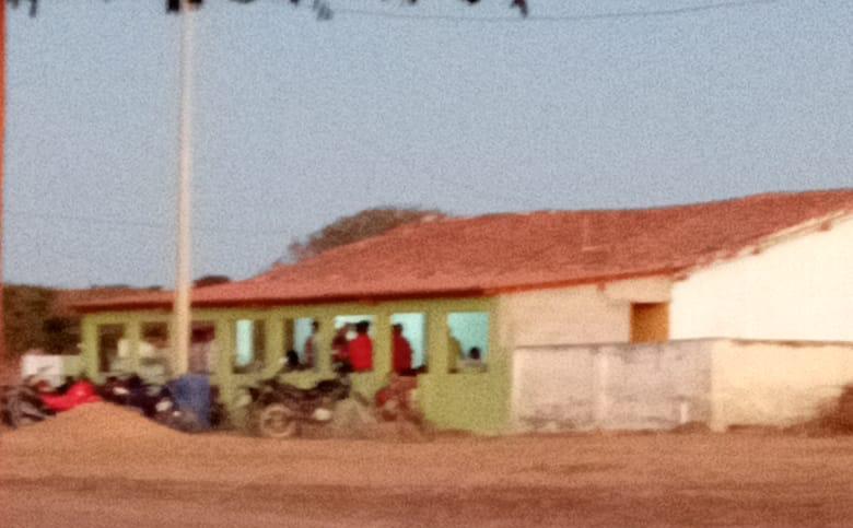 Moradores denunciam bar com festa em escola abandonada no Piauí