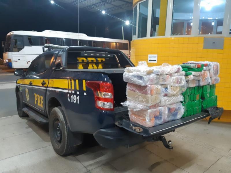 Homens são presos com 150 kg de maconha dentro de ônibus no Piauí