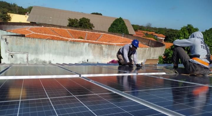 Escola da Liberdade Paulo Freire ganha 66 painéis de energia solar
