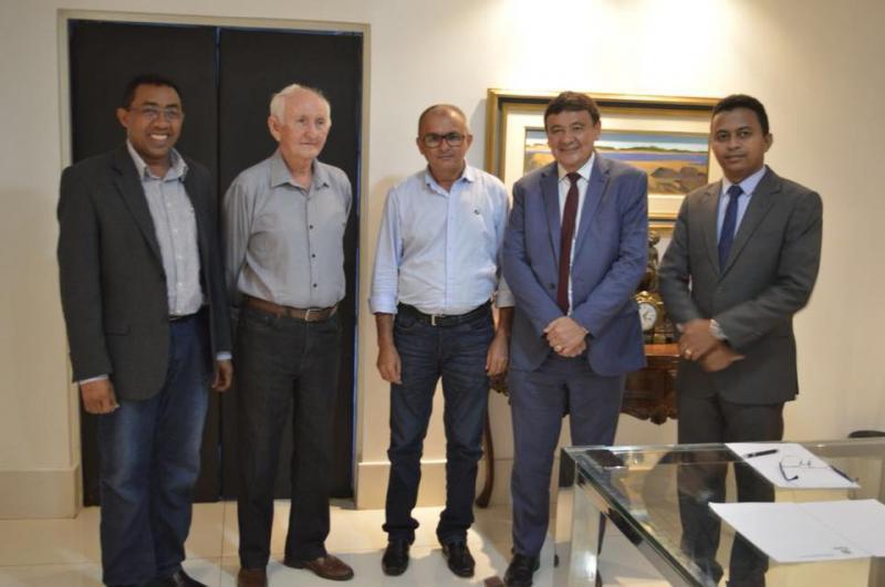 Prefeitos de Floriano, Itaueira e Nazaré do Piauí se reúnem com governador Wellington Dias