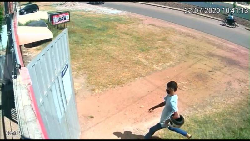 Vídeos: Assaltante invade distribuidora de gás e leva 7 mil reais em Timon