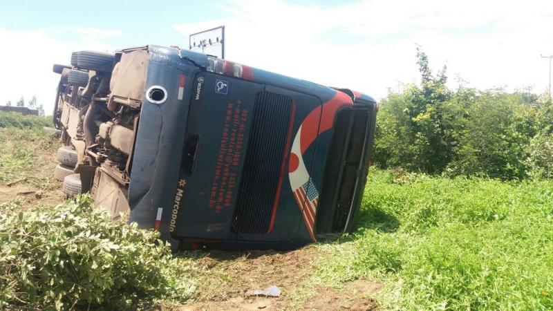 Ônibus tomba e deixa quatro pessoas feridas na BR-135 no Sul do Piauí
