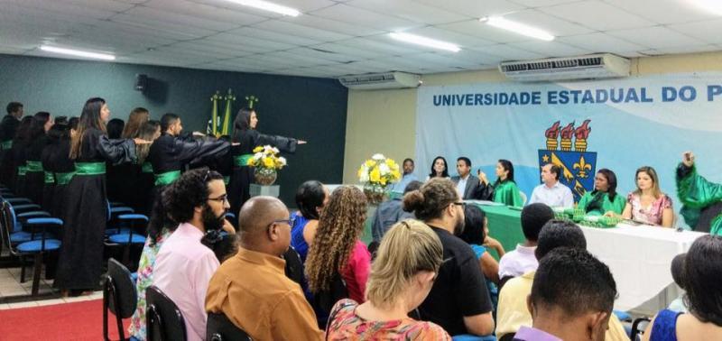 Prefeitura de Floriano diploma novos agentes comunitários de saúde