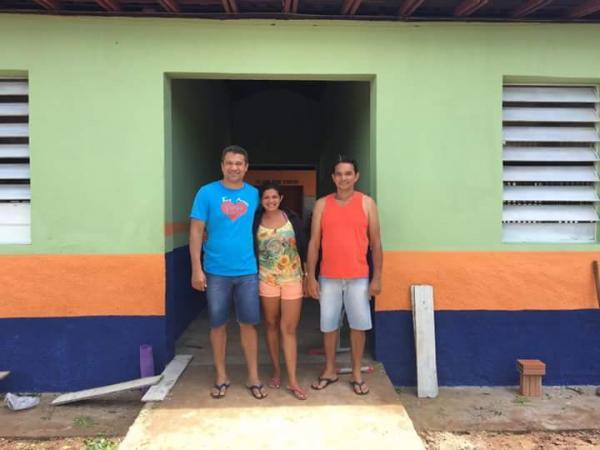 Prefeito Romulo Aécio visita obra na localidade Vila Carolina