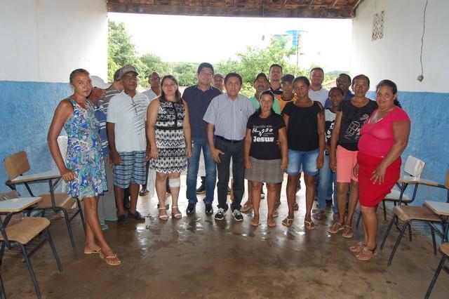 Moradores da zona rural receberam novos banheiros