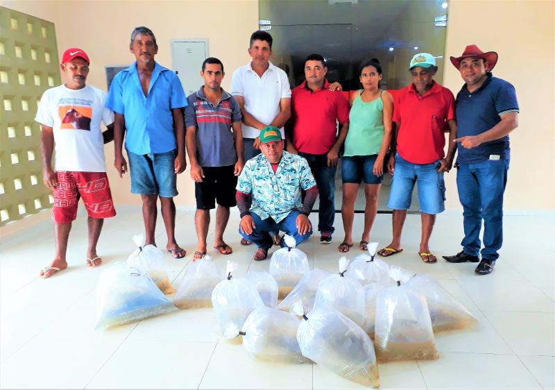 Prefeitura municipal de Joaquim Pires realiza a entrega de alevinos