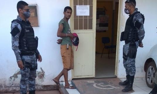 Bandido é preso por fazer arrastão em residência em José de Freitas