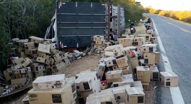 Homens são presos por saque de carga de caminhão na BR 135