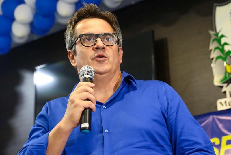 Ciro anuncia recursos para quadras esportivas em 20 municípios do Piauí