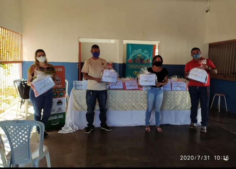 Assistência Social de Simplício Mendes recebem kit de proteção individual