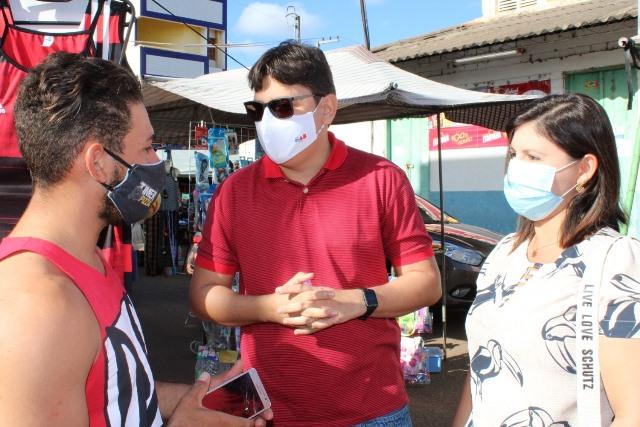 Glauber Silva visitando bairros