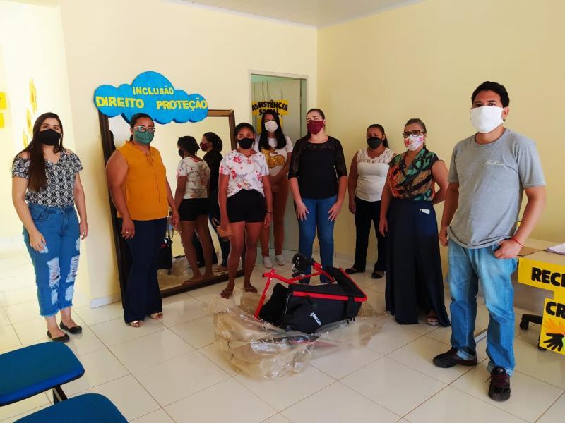 CRAS de Gilbués faz doação de cadeira de rodas