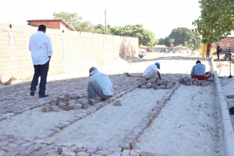 Começam as obras de calçamento no bairro Planalto Sambaíba
