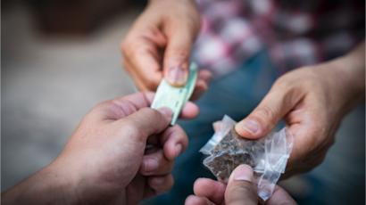 Polícia realiza operação e prende acusados de homicídio e tráfico de drogas