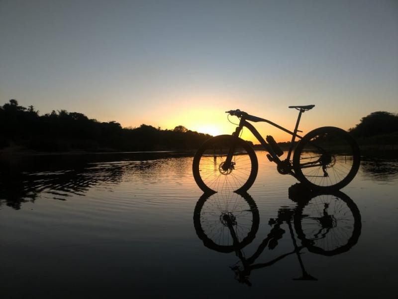 Jovens Beneditinenses realizam ciclismo por toda região
