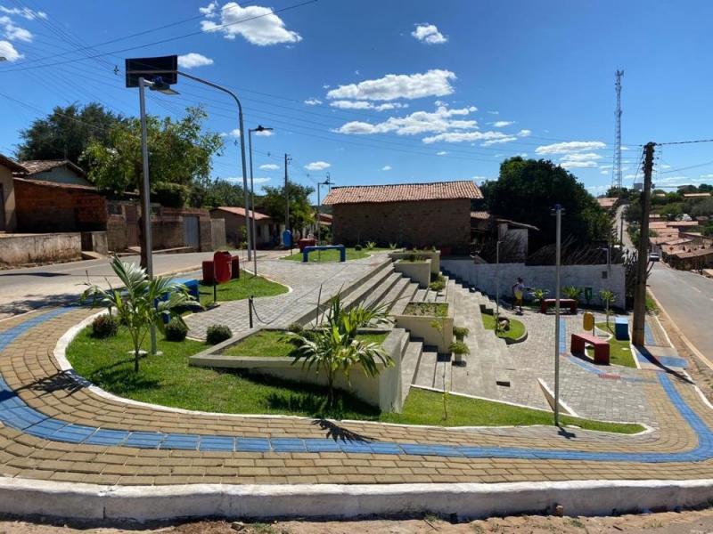 Prefeitura conclui obra de construção de praça pública em Miguel Leão