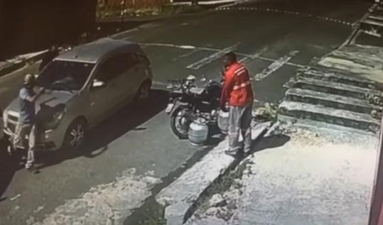 Assaltantes roubam carro e levam mercadorias de entregador em Teresina
